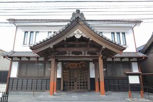 法蓮寺の向拝